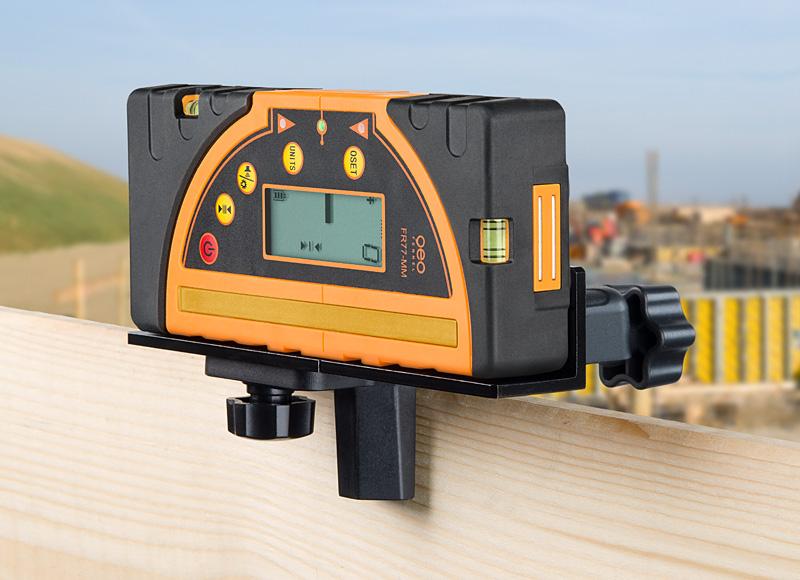 Kombi přijímač FR 77-MM pro lasery s červeným i zeleným paprskem a zobrazením výšky v mm, fotografie 1/5