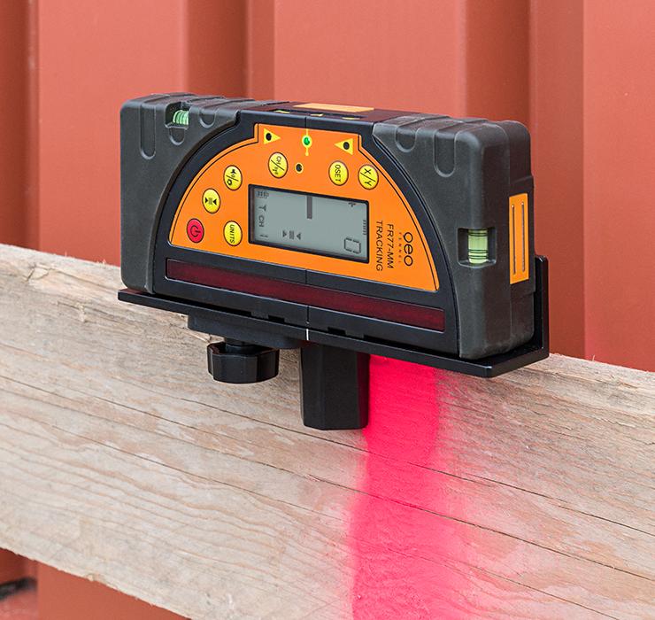 Kombi přijímač FR 77-MM pro lasery s červeným i zeleným paprskem a zobrazením výšky v mm, fotografie 7/5