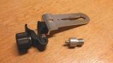 Držák BSS-01 pro připevnění liniových laserů na rozpěrnou tyč nebo kovové a dřevěné profily kruhového průřezu, fotografie 1/8