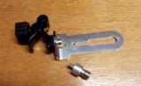 Držák BSS-01 pro připevnění liniových laserů na rozpěrnou tyč nebo kovové a dřevěné profily kruhového průřezu, fotografie 3/8