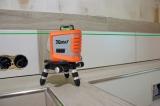 X-Liner 360 Green je zelený laser vytvářející 2 kříže a vodorovnou linku kolem celé místnosti  s přesností +/- 3mm / 10m a dosahem 30m, fotografie 3/3